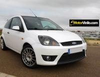 Ford Fiesta forrado integral con Vinilo blanco brillante