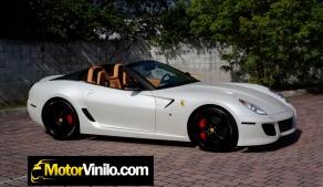 Ferrari forrado integral con Vinilo blanco perlado