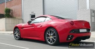 Ferrari forrado integral con Vinilo rojo brillante