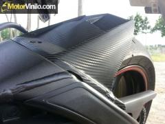 Guardabarro de la Yamaha R6 con Vinilo carbono