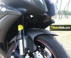 Guardabarro delantero de la Yamaha R6 con Vinilo carbono