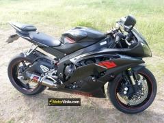 Yamaha R6 con Vinilo carbono 3M