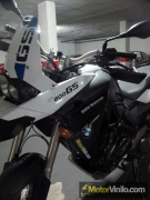BMW F800GS con Vinilo blanco brillante