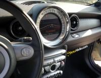 Interior del Mini Cooper forrado con Vinilo carbono
