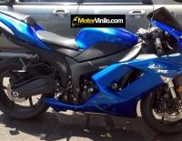 Kawasaki Ninja forrada con Vinilo azul brillante metalizado