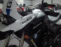 Moto BMW F800GS con Vinilo blanco brillante