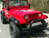 Jeep Wrangler forrado integral con Vinilo rojo brillante y letras