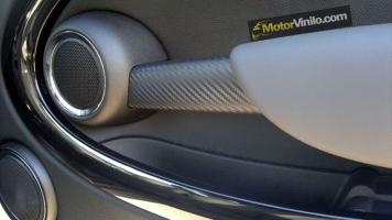Maneta interior de la puerta con Vinilo carbono
