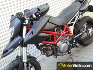 Ducati Hypermotard cambiada de color con Vinilo negro mate