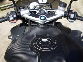 Depósito de la BMW K1200R forrado con Vinilo carbono brillante