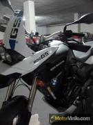 BMW F800GS con Vinilo blanco brillante